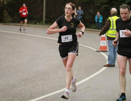 Elaine Guinane heading towards the finish line