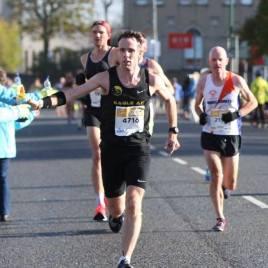 Damian on his way to a 2.50 marathon